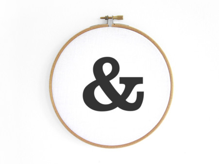 Ampersand-im-stickrahmen-embroideryhoop-renna-deluxe