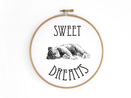bear-baby-baer--im-stickrahmen-embroidery-hoop-bild-renna-deluxe