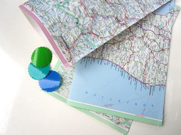 Geschenktüten aus vintage Papier landkarte strassenkarte von renna deluxe