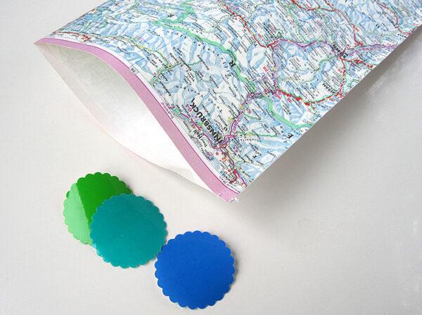 Geschenktüten aus vintage Papier landkarte weltkarte strassenkarte von renna deluxe