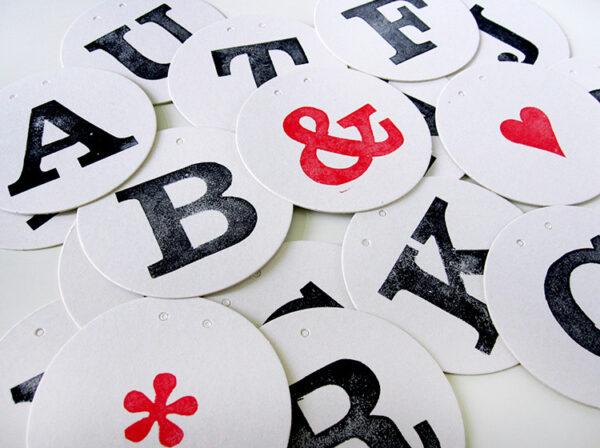 personalisierte Girlande individuelle Girlande aus Buchstaben herzen farben von renna deluxe