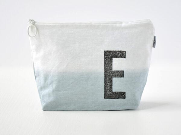 kulturbeutel dip dye ombre grau mit buchstabe stempel renna deluxe individuell personalisiert