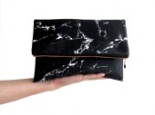 marble fold over clutch black schwarz