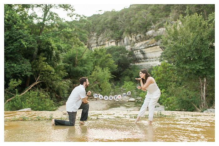 Engagement-marry me garland urbangrey